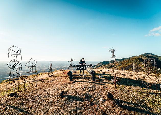 KAM1L lança projeto solo com set autoral gravado em Minas Gerais