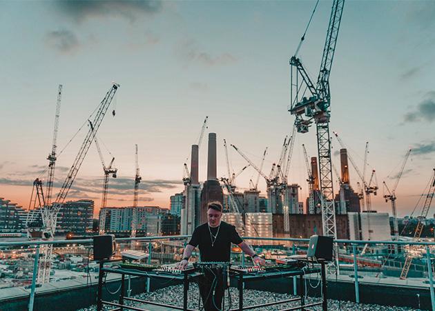 Bry Ortega lança live gravado em Londres e anuncia apresentação na Ministry of Sound